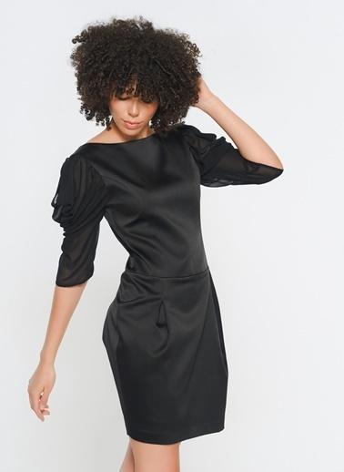 Zeynep Ökmen Kolda Şifon Detaylı Sırtı Açık Kokteyl Elbisesi Siyah